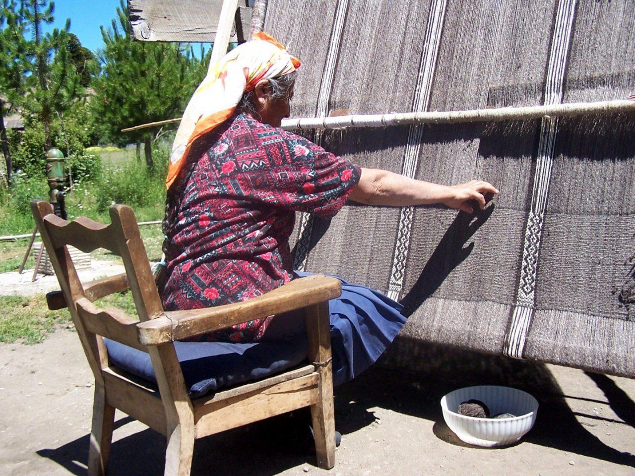 telar-mapuche-en-villa-pehuenia