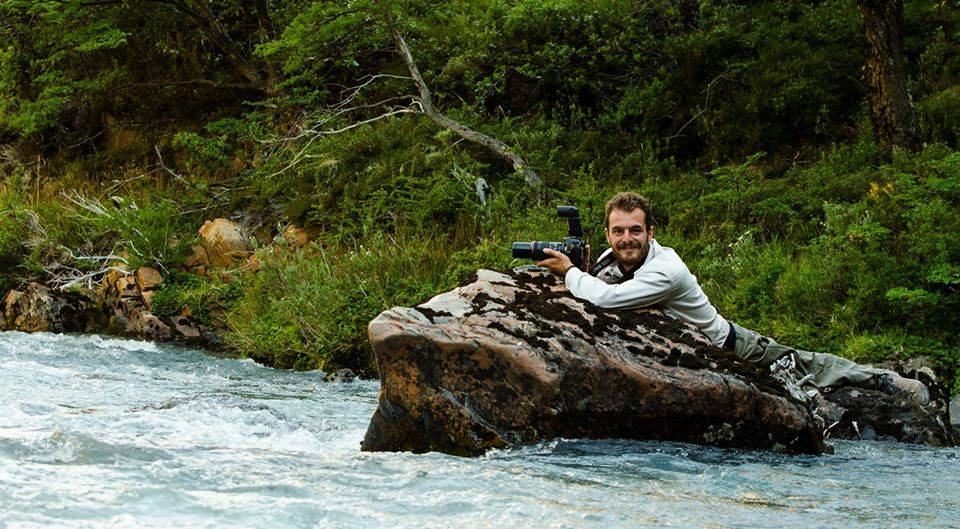 Gerardo tomando imágenes del Pato del torrente