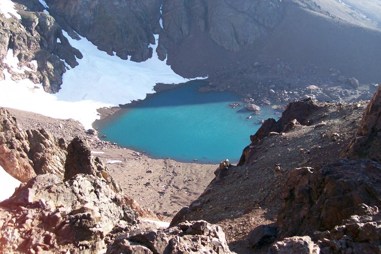 Laguna en el cerro Chachil