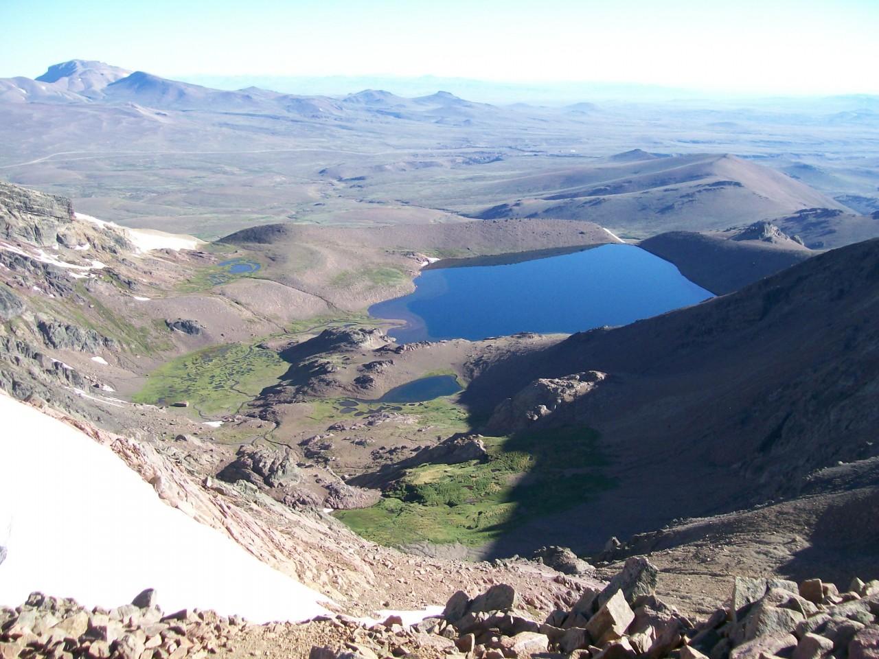 Panorámica espléndida desde el cerro La Atravesada y su laguna