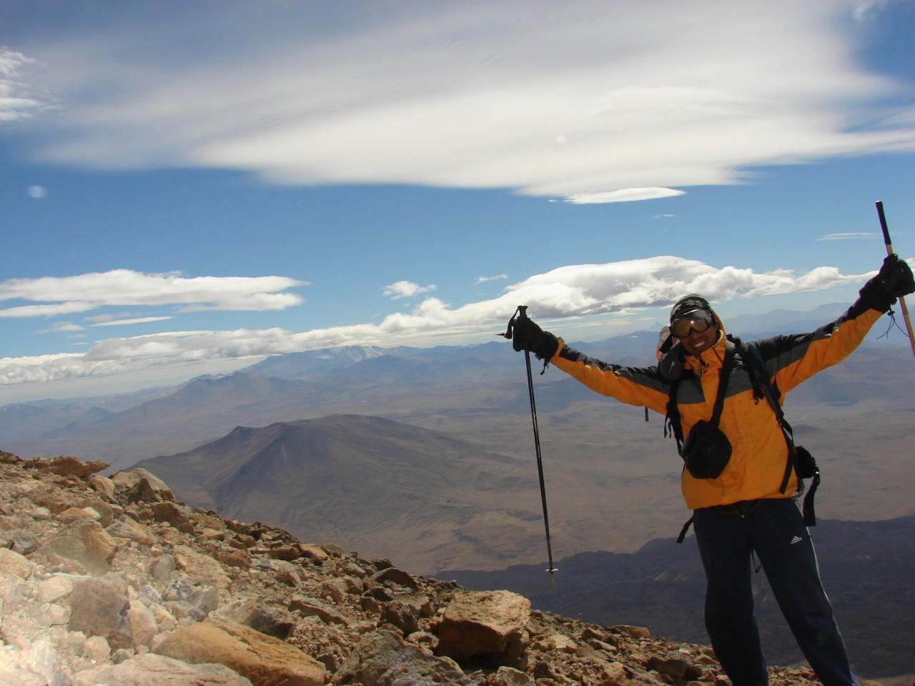 Ascenso al volcán Tromen. Fotografía de John Macaya guía de montaña