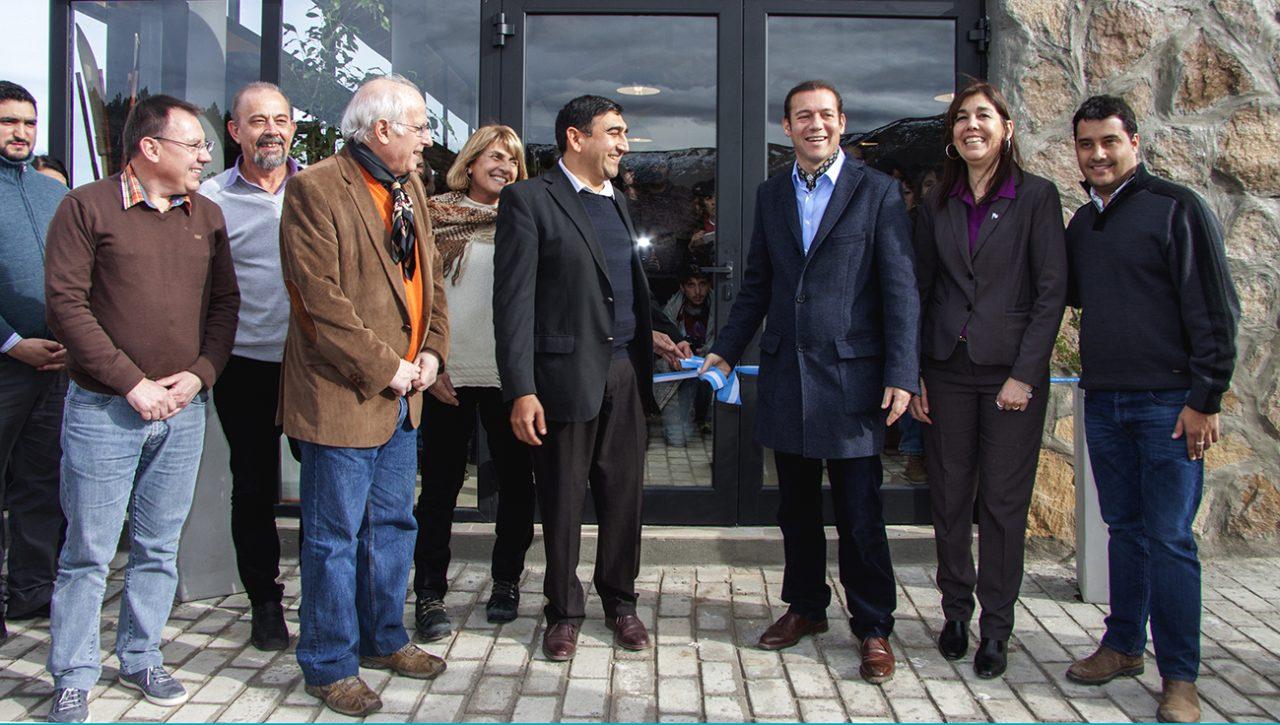 03-08-2016 Hosteria Las Ovejas-Neuquen El Gobernador omar Gutierrez junto al Intendente local Vicente Godoy y otros funcionarios provinciales inauguraron la Hosteria de Las Ovejas.