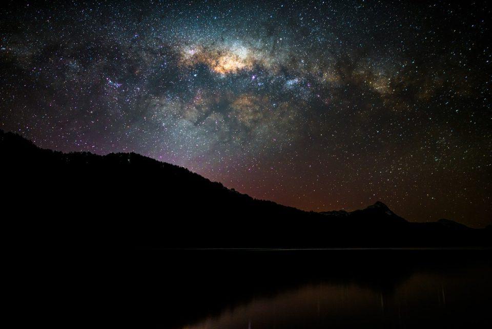 nocturna_lago_espejo