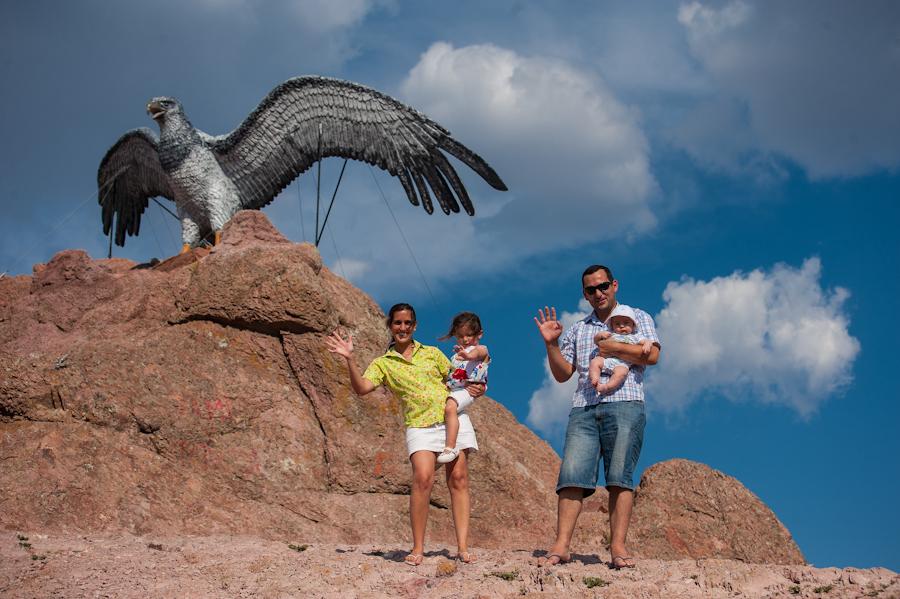 familia-en-el-uguila-piedra-del-uguila-neuqun-4
